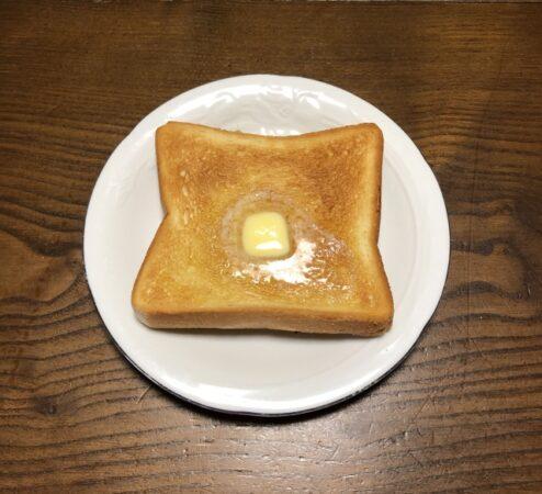 ハムスターにパンをあげる2